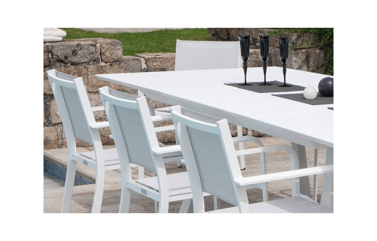 table extensible de jardin blanche avec 8 chaises en aluminium. Black Bedroom Furniture Sets. Home Design Ideas