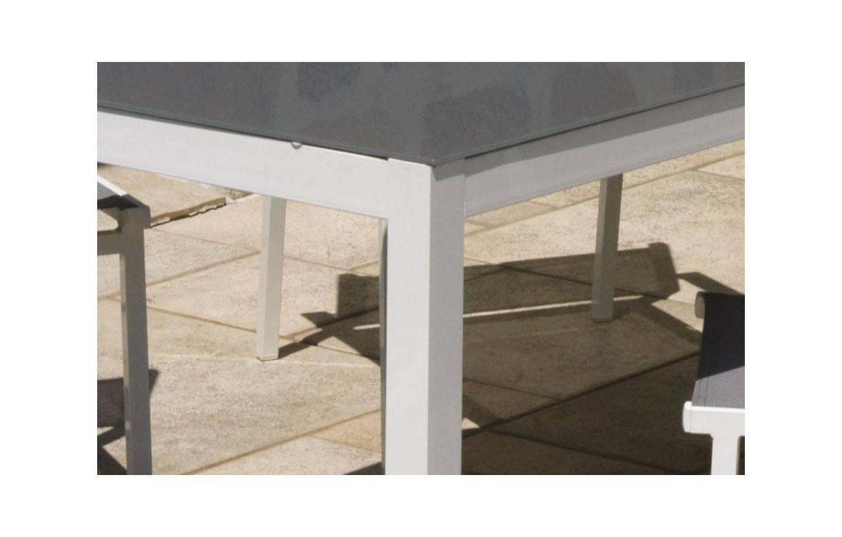 table et chaises de jardin en aluminium gris et blanc. Black Bedroom Furniture Sets. Home Design Ideas