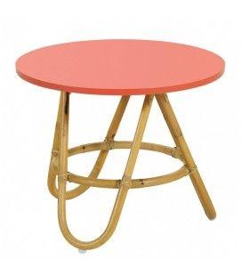 Table basse en rotin avec plateau corail