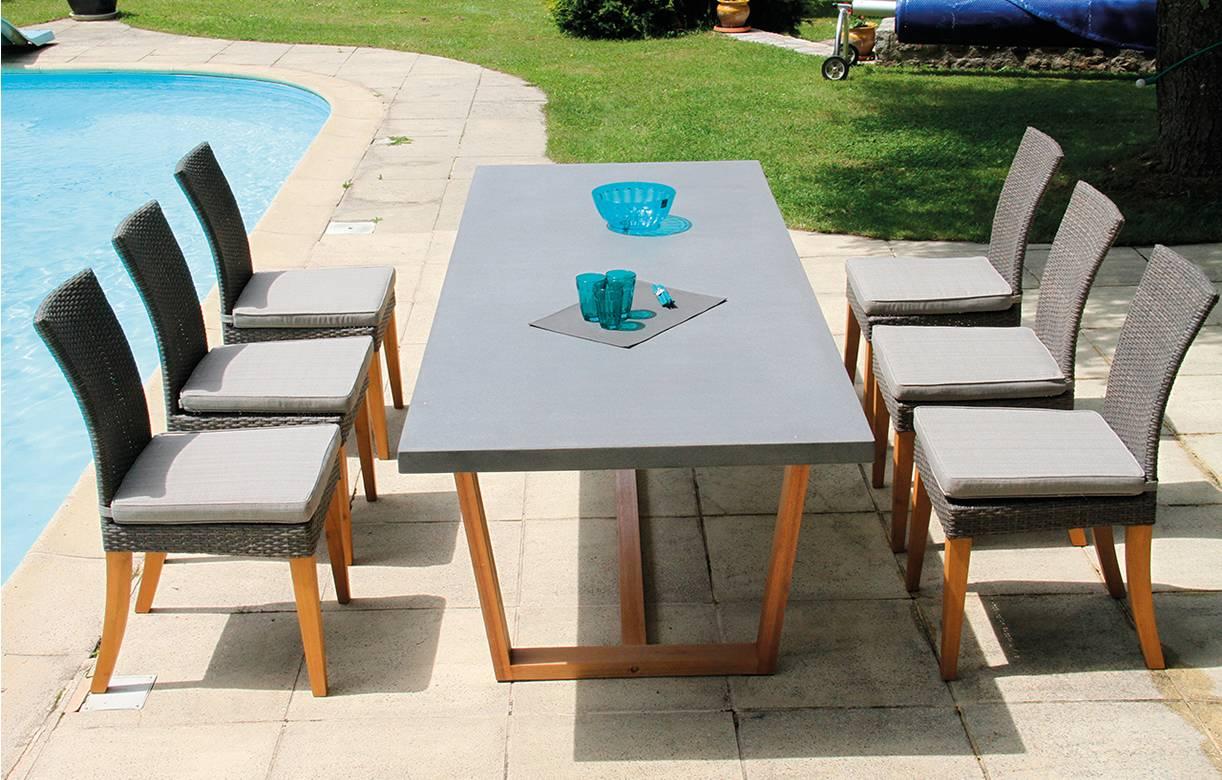 Table de jardin bois massif et plateau béton + 6 chaises