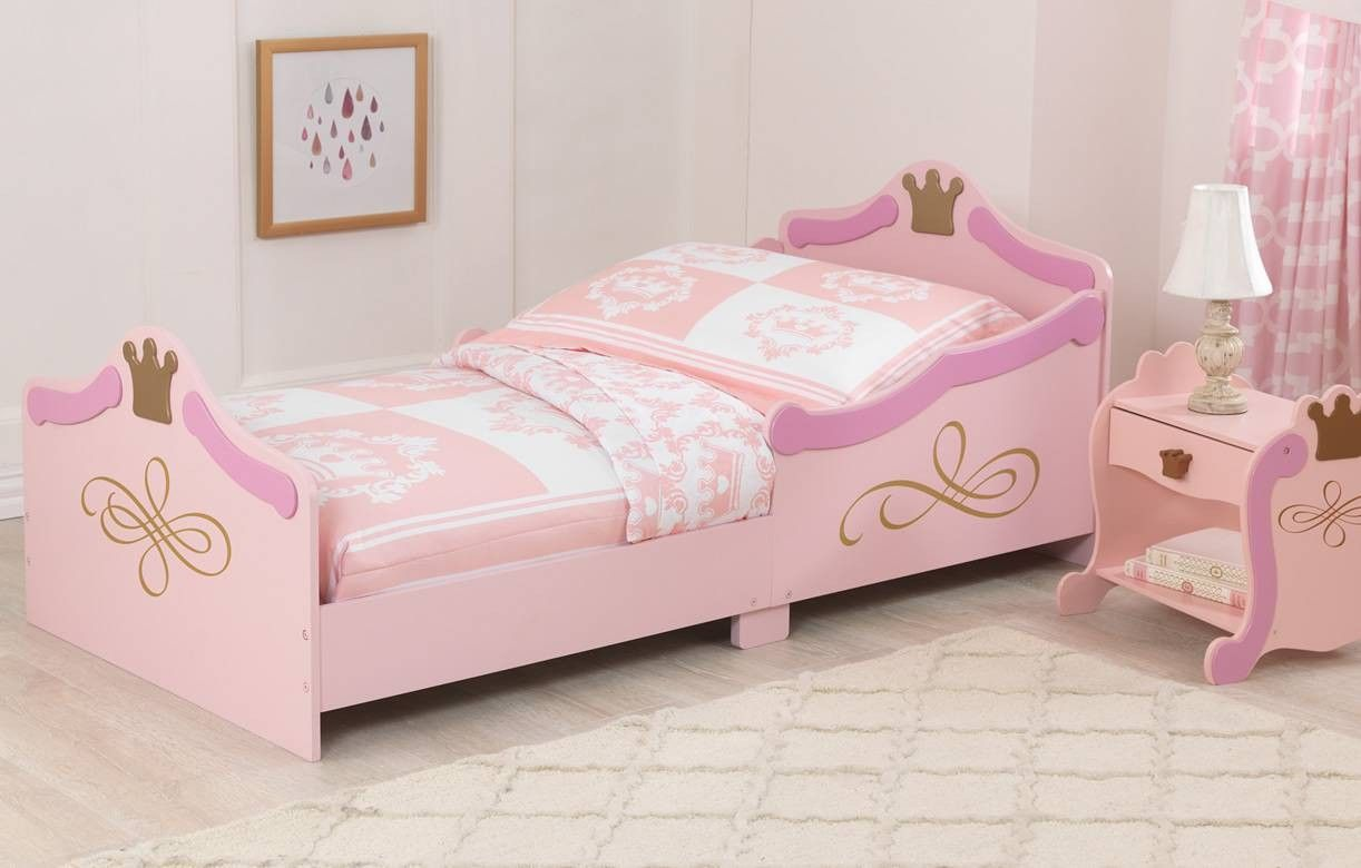 lit de petite fille chambre petite fille princesse un lit. Black Bedroom Furniture Sets. Home Design Ideas