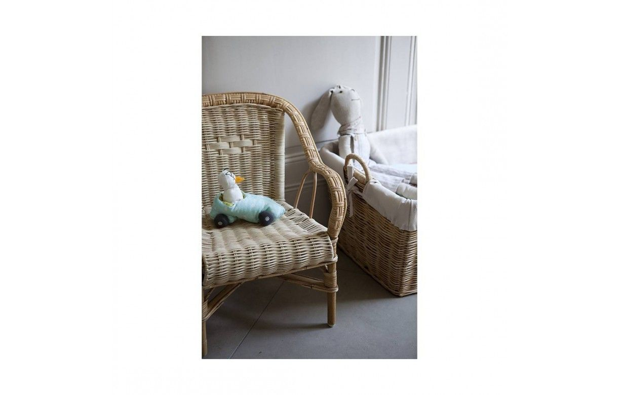 petit fauteuil en rotin pour enfant swan. Black Bedroom Furniture Sets. Home Design Ideas