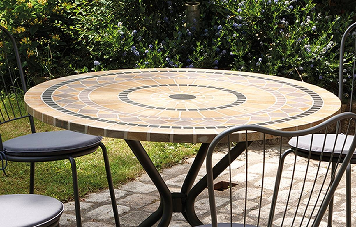 Awesome table et chaise de jardin mosaique pictures for Table ronde 4 chaises