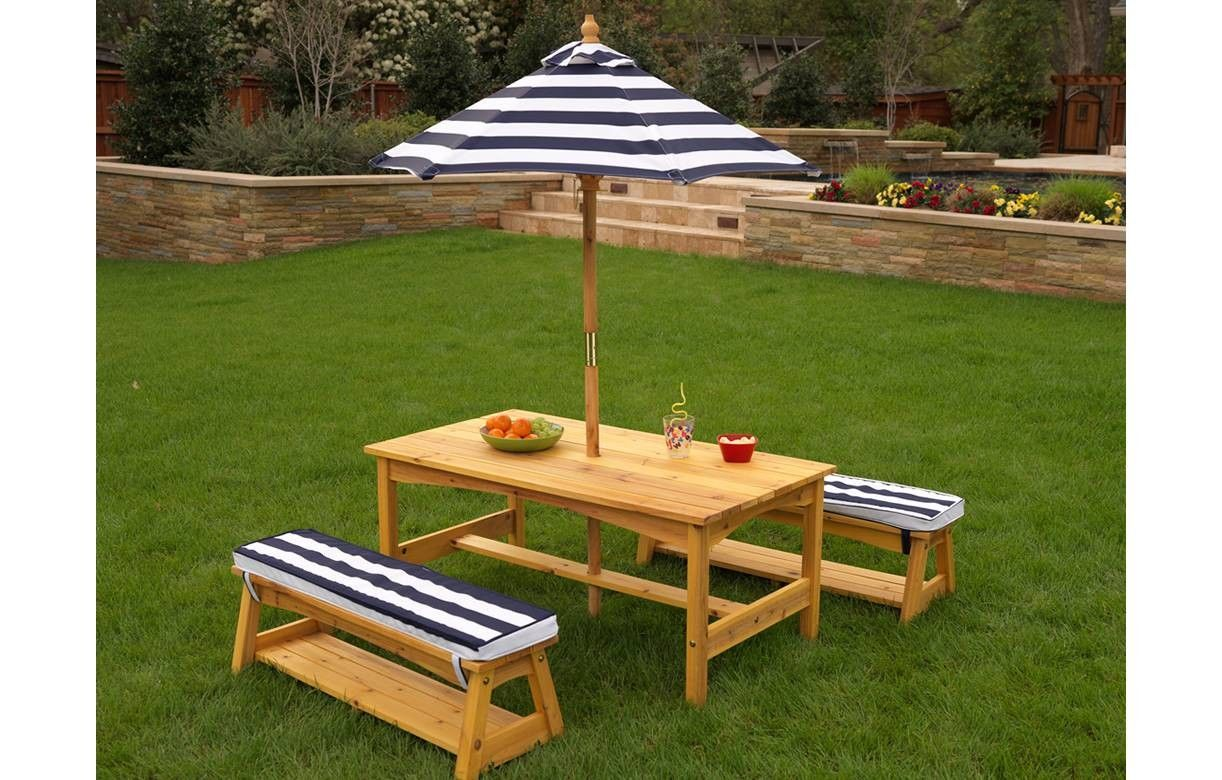 table de jardin enfants avec bancs et parasol kidkraft 00106. Black Bedroom Furniture Sets. Home Design Ideas