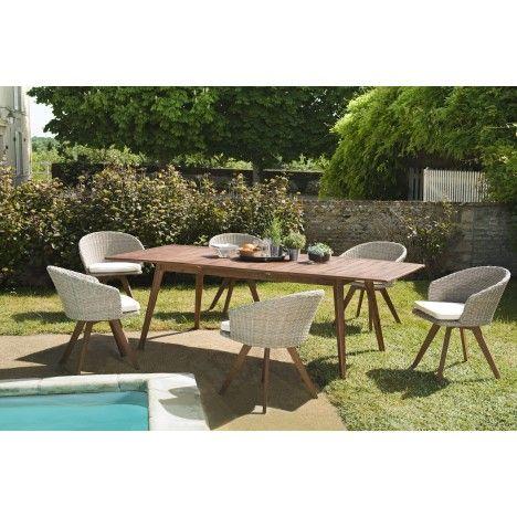 Salon d\'extérieur avec table en bois massif et chaises rotin NANG
