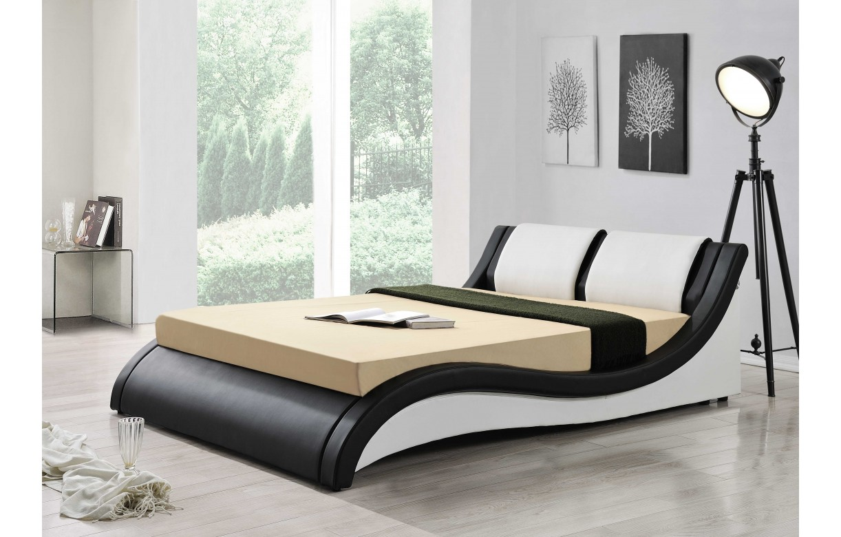 lit design italien 160 cm en simili cuir noir et blanc. Black Bedroom Furniture Sets. Home Design Ideas