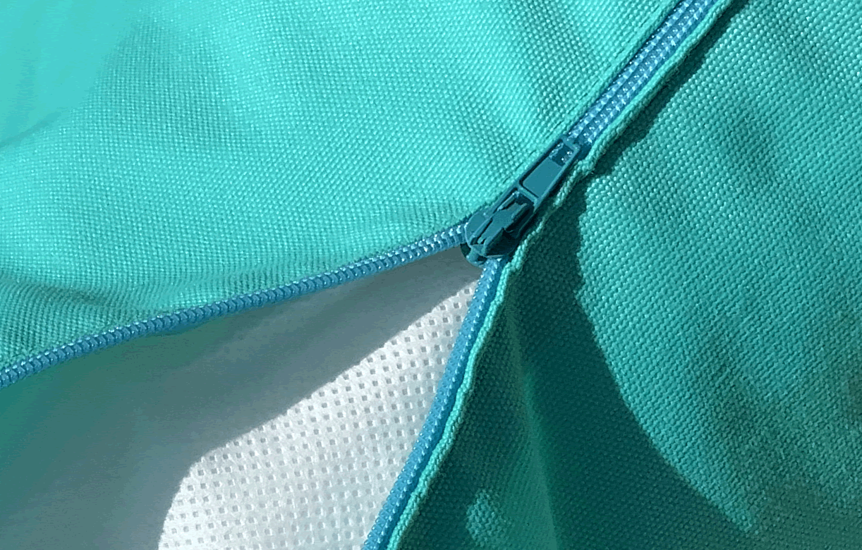 Housse de couleur équipé d'un zip